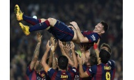 Barcelona golea con un Messi de r�cord y sigue a dos del Real Madrid
