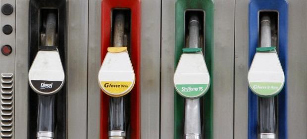 Como verter la gasolina de los floreros 2199